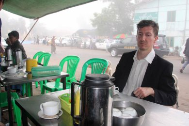 Early morning tea in the fog, Aungmingala bus station